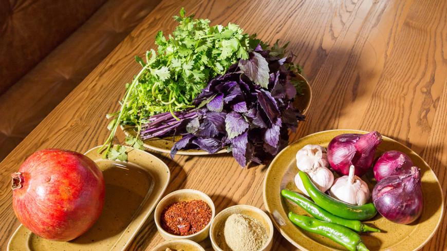 Аджарский салат, хачапури с тархуном и другие грузинские блюда с ароматной зеленью
