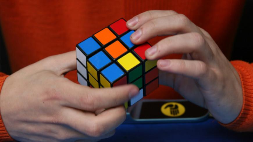 Британец создал самый маленький Кубик Рубика в мире
