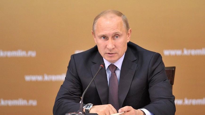 Путин пообещал не отказываться от плавающего курса рубля