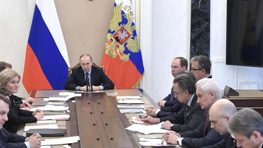 Путин подарил Силуанову сочинения главы Минфина Царской России