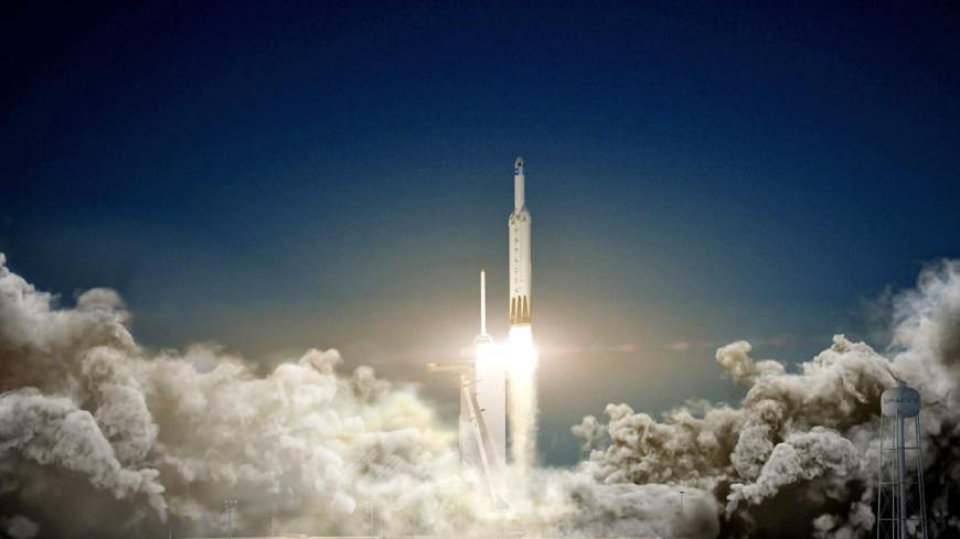 До Луны и обратно: Илон Маск отправит туристов к спутнику Земли