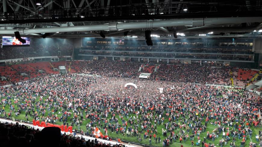 Красно-белое безумие: фанаты «Спартака» от радости чуть не разнесли стадион