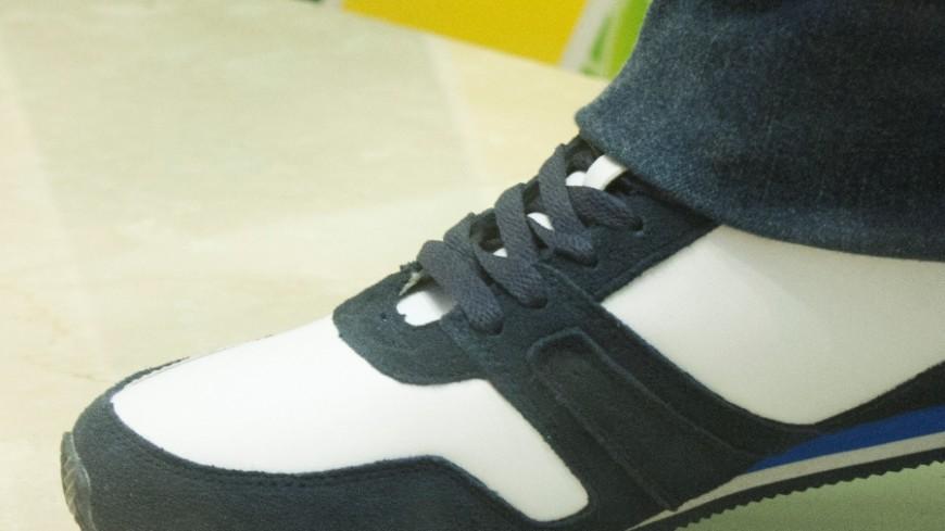 Грабитель, приобувшись в магазине, оставил там свои кроссовки