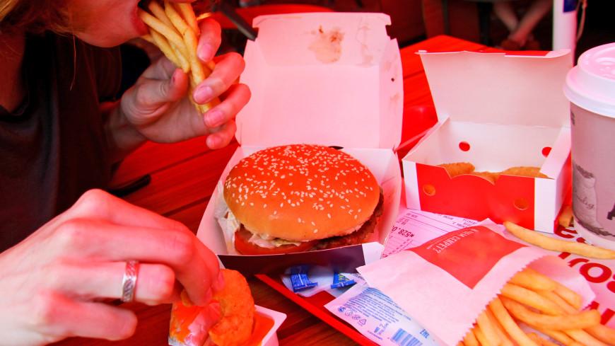 Новый «ингредиент»: посетители McDonald''s обнаружили червей в бургерах