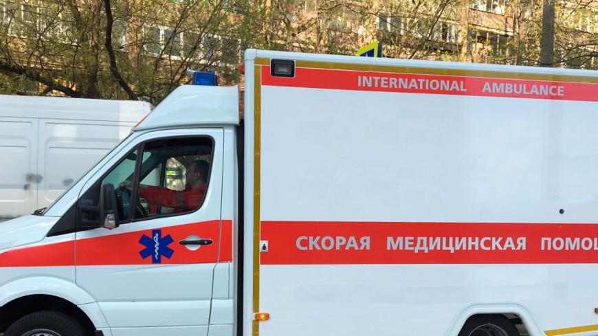 В центре Москвы часть балкона упала на прохожего