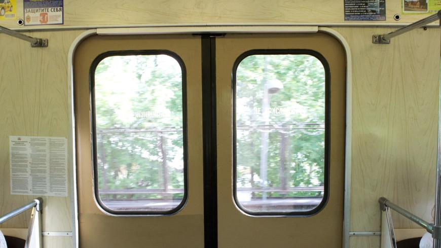 Пассажиры петербургского метро катались с открытыми дверями