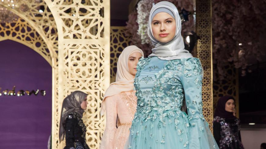 Дочь Кадырова представила свою первую коллекцию одежды