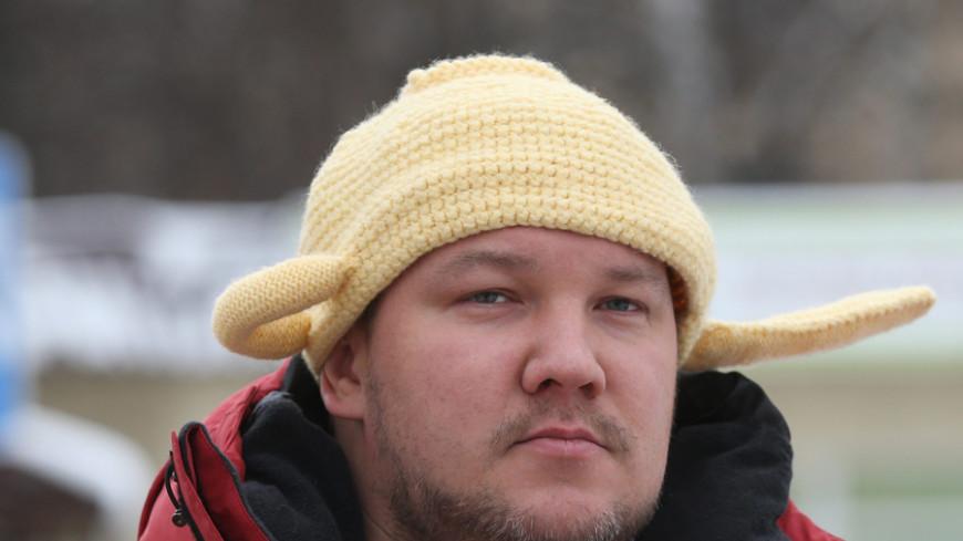 Обязанного ездить в дуршлаге москвича ищут за неоплаченный штраф