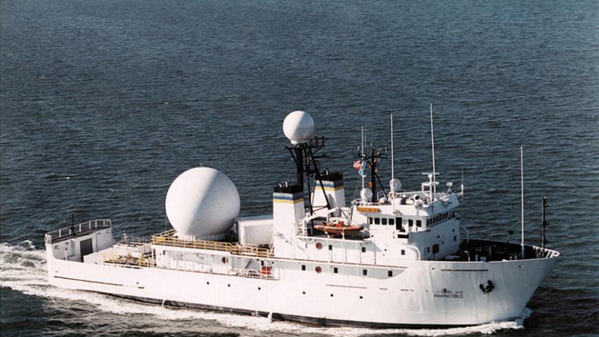 Американский корабль чуть не столкнулся с иранскими катерами