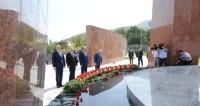 Атамбаев, Путин и Саргсян возложили цветы к мемориалу погибших в 1916 году кыргызов