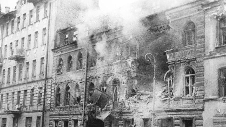 С огнетушителями и свистками: отряды добровольцев в блокадном Ленинграде