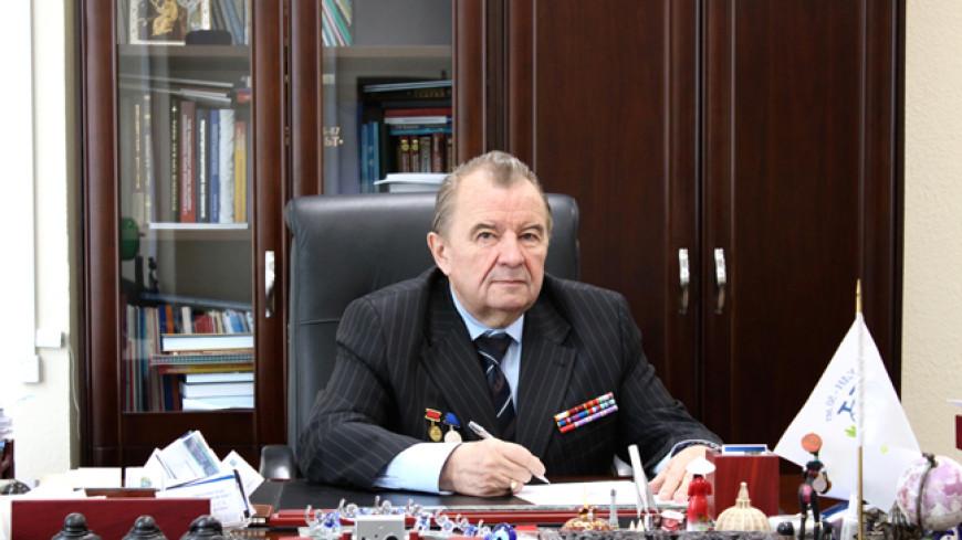 РУДН поздравляет руководителя Института космических технологий Александра Чурсина с юбилеем
