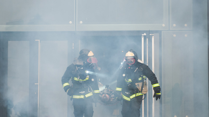 Спасатели на вертолете эвакуировали «пострадавших» из торгового центра