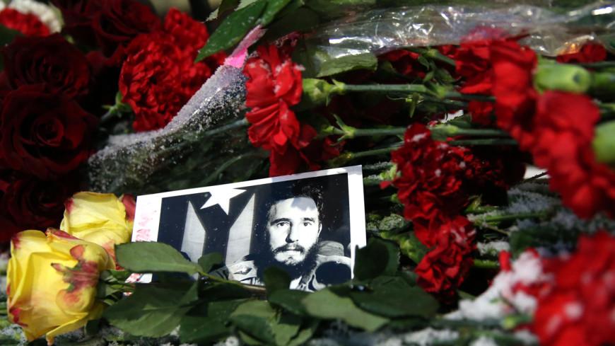Уход команданте: в Москве открыли книгу соболезнований