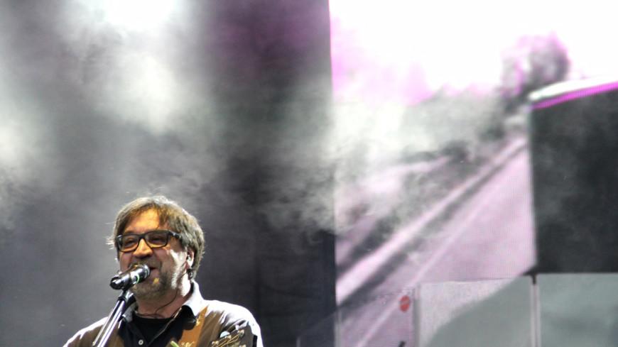 На концерте Шевчука под песню памяти А321 зал встал на колени