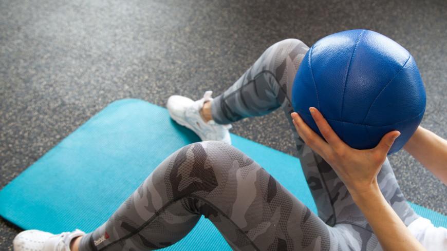 СМИ: Россияне променяли фитнес на занятия дома