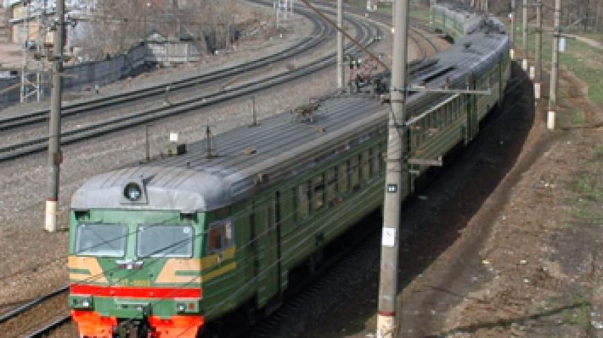 В Москве электричка сбила двух человек, один погиб