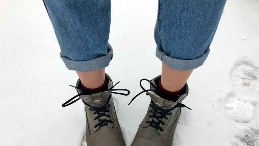 Полуобнаженные женщины в обтягивающих джинсах, трах полное проникновение