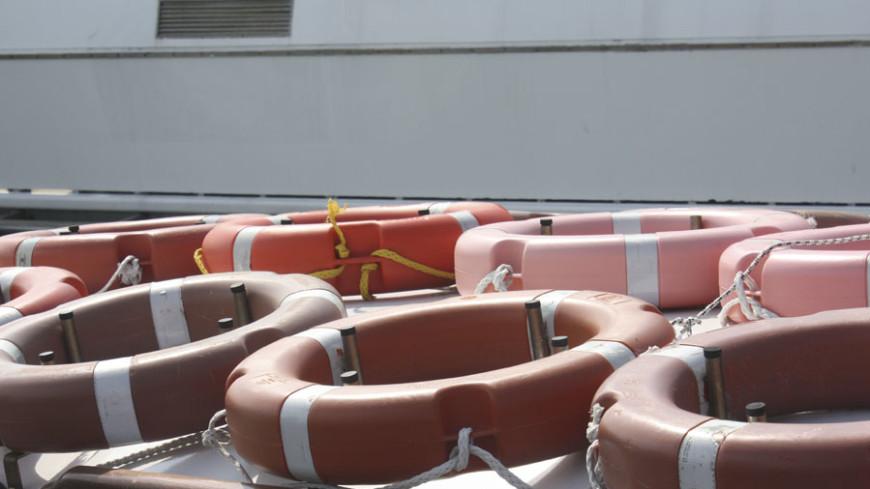 У Южной Кореи тонет паром с 350 пассажирами на борту