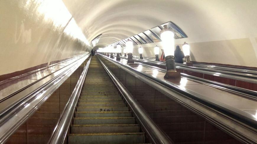 Эскалаторы на четырех станциях метро остановлены для ремонта