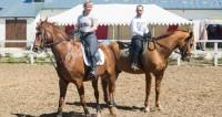 Лошади определяют настроение человека по позе
