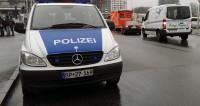 В Германии рождественская ель повредила мост