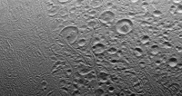 Астрофизики объяснили, почему вода на Энцеладе не замерзает