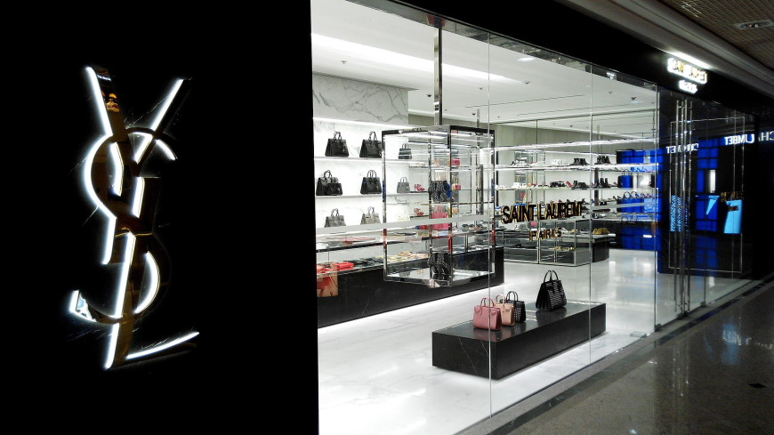Охранник миланского бутика Yves Saint Laurent украл 90 сумок
