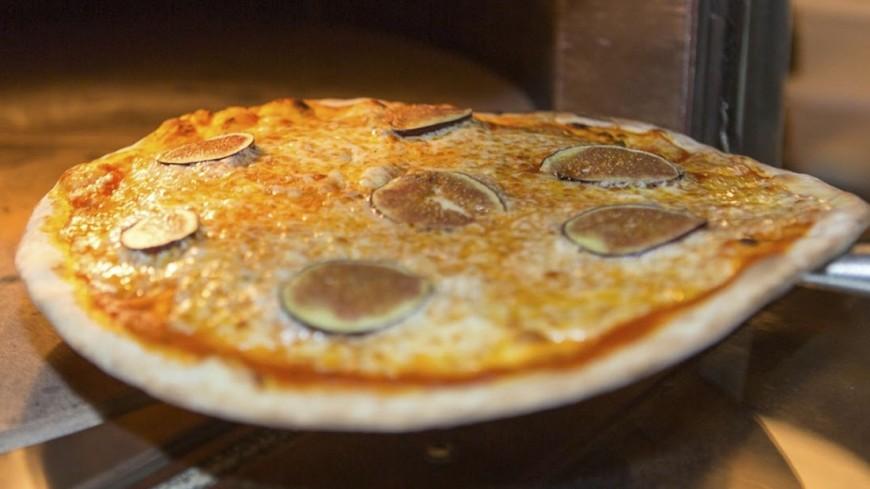 Отказавшиеся платить за пиццу петербуржцы заплатили за нее свободой