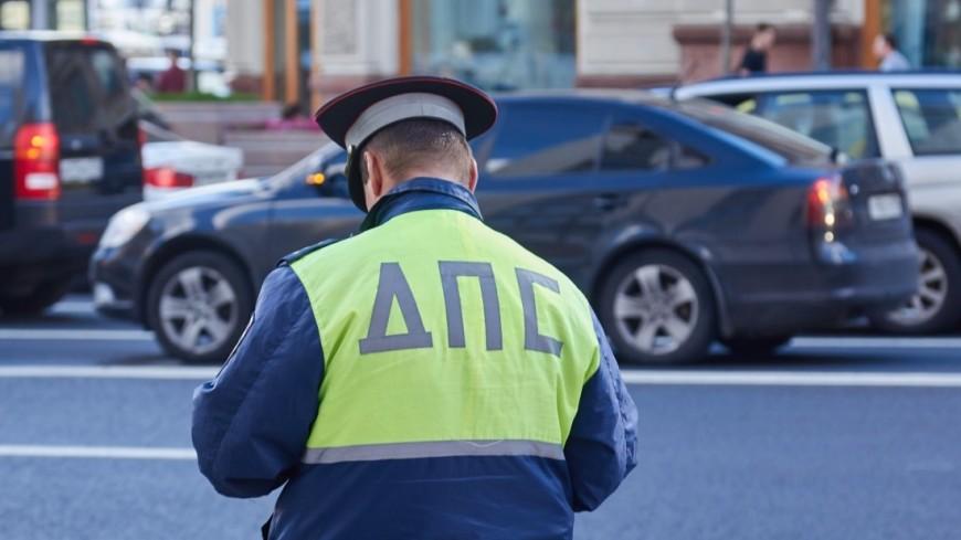 Шофёр налегковом автомобиле сбил 2-х пешеходов вцентральной части Москвы