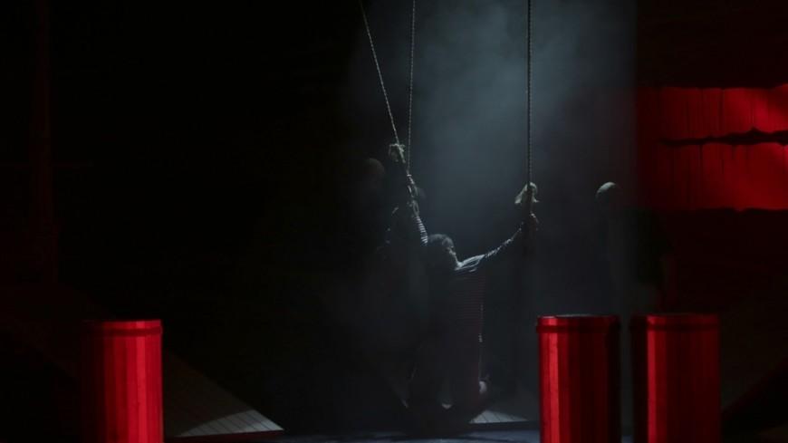 Голый актер сорвал спектакль в Москве