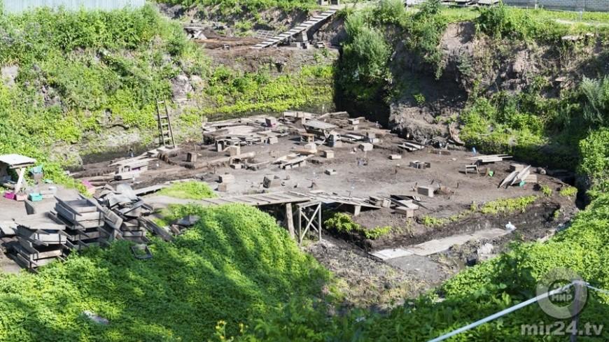 """© Фото: """"Евгений Ем, «Мир 24»"""":http://mir24.tv/, раскопки, новгород, археология"""