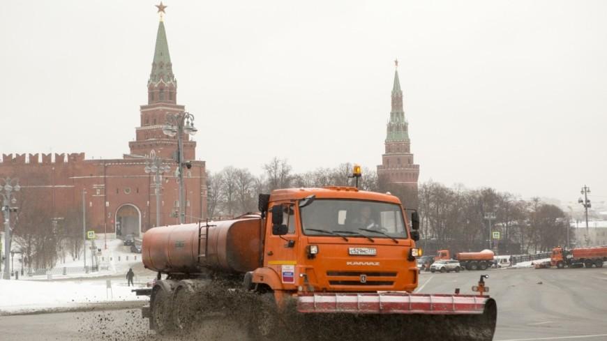 Коммунальная техника вышла науборку снега в столице