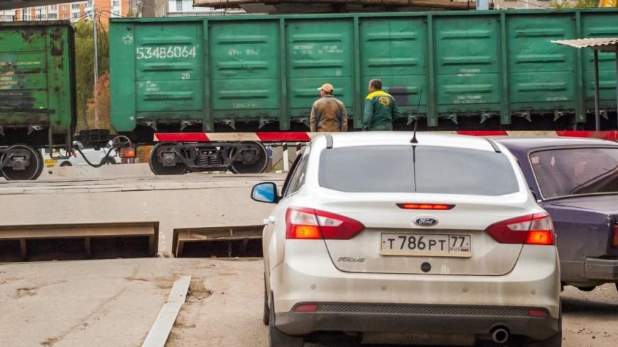 Грузовик въехал в пассажирский поезд в Одинцовском районе