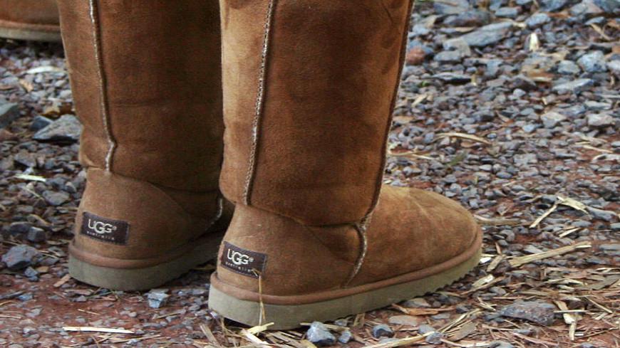 Угги покупают, однако  для здоровья ног данная  обувь опасна