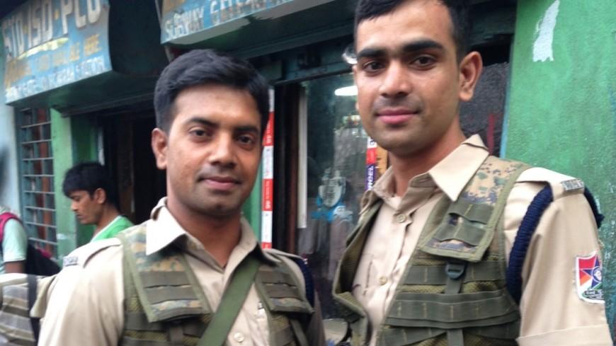 Есть рекорд: 58 индийских военных прокатились наодном мотоцикле