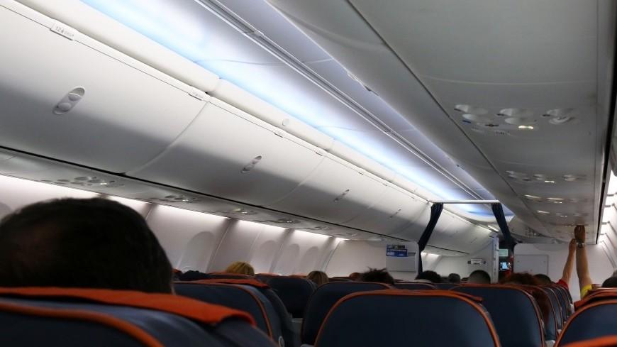 Стюардесса вКитайской республике выпала изсамолета исломала позвоночник