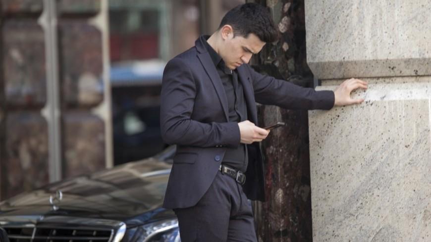 Многочасовое использование телефона может довести досуицида— исследование