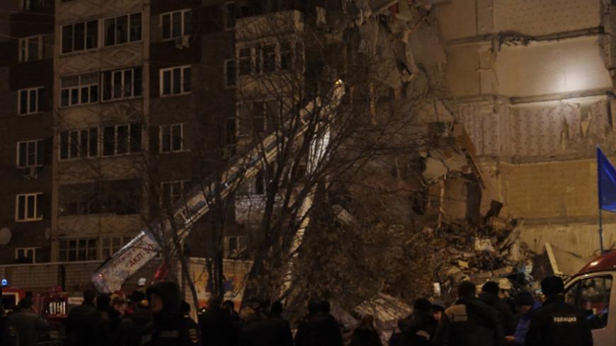 Обрушение дома в Ижевске: под завалами ищут еще одного человека