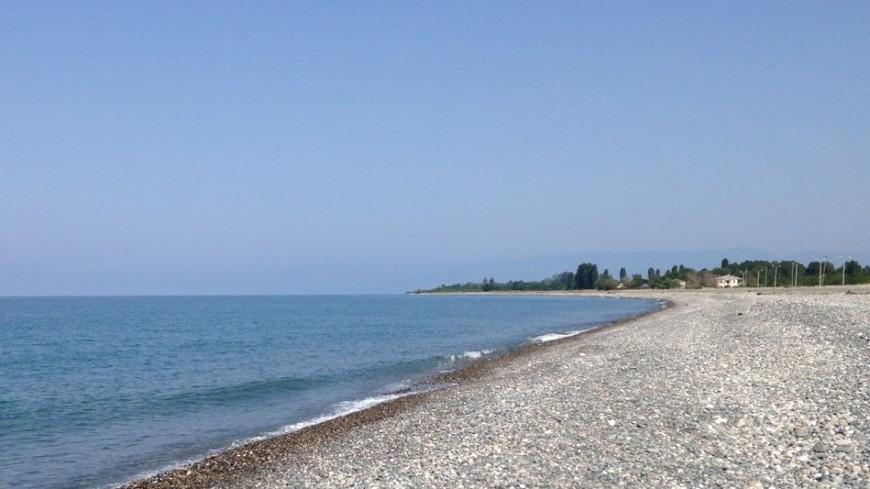 На пляже в Евпатории прохожий нашел древнюю могилу