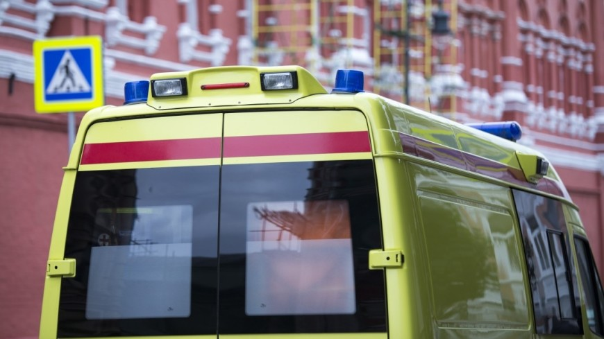 Водитель мусоровоза в Москве вынес из огня женщину с детьми