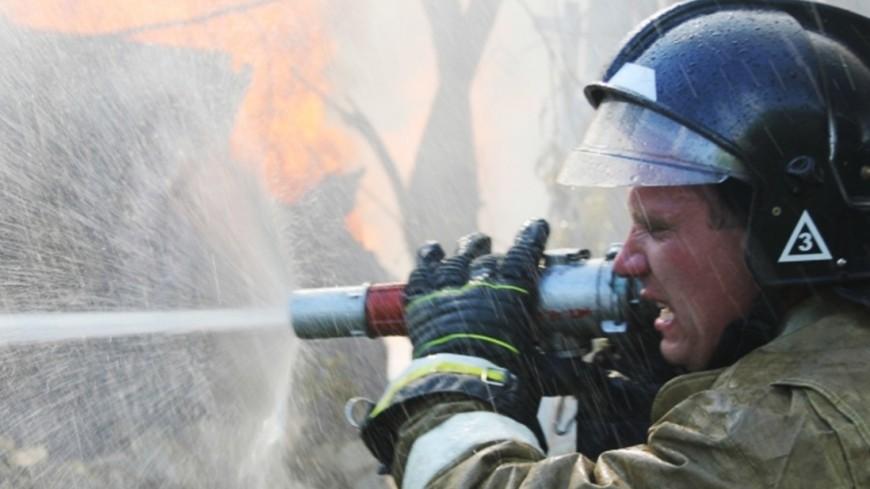Пожарные потушили строительные леса уВладимирского храма