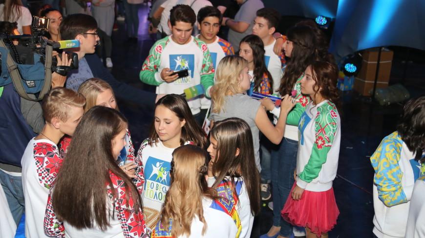 «Во весь голос»: юные артисты исполнили хит «Тает лед»