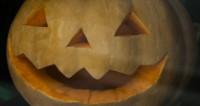 Брюс Уиллис встретил Хэллоуин в костюме близнецов из «Сияния»