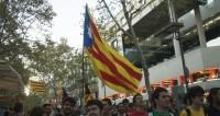 Ярость улиц и гром посуды: каталонцы требуют свободы для команды Пучдемона