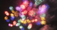 Яркий юбилей «МИРа»: от залпа из Петропавловки до парада фейерверков