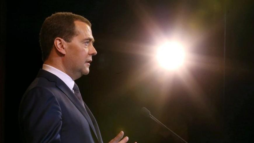 Медведев: Снятие наличных с неизвестных кошельков икарт будет воспрещено