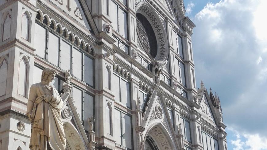 Во Флоренции туриста убило упавшим с базилики камнем