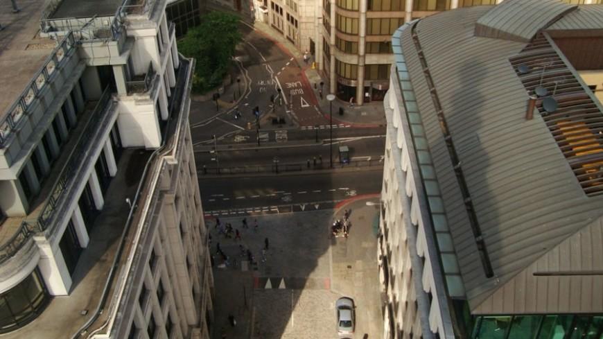 Владельцев старых авто в Лондоне обязали доплачивать за выхлопы