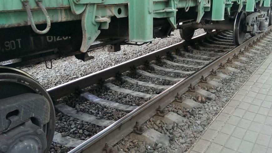 Поезд столкнулся слегковым автомобилем вСвердловской области